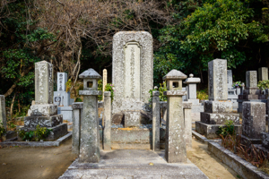 野村望東尼の墓